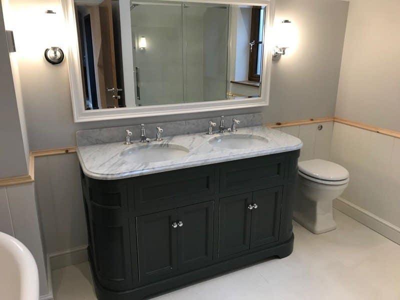 Black and marble bathroom - PHR Plumbing